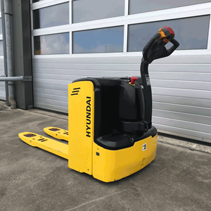 20 ep pallet truck in front of a loading dock